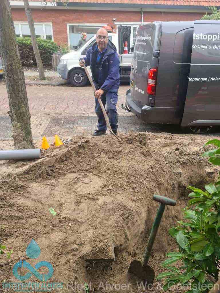 Riool ontstoppen Almere graven